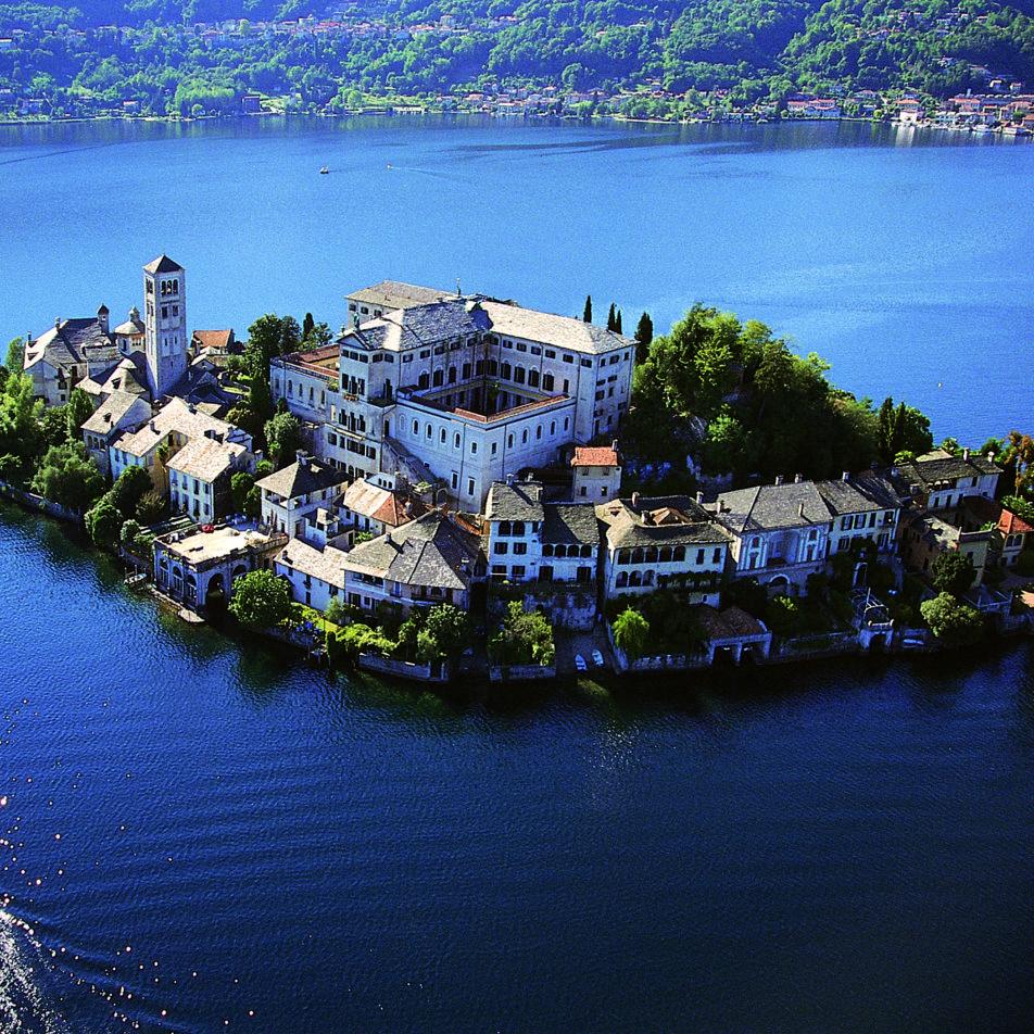 LAKES TOUR: Lake Orta, Lake Maggiore, Lake Como 'Isola di San Giulio sul Lago d'Orta
